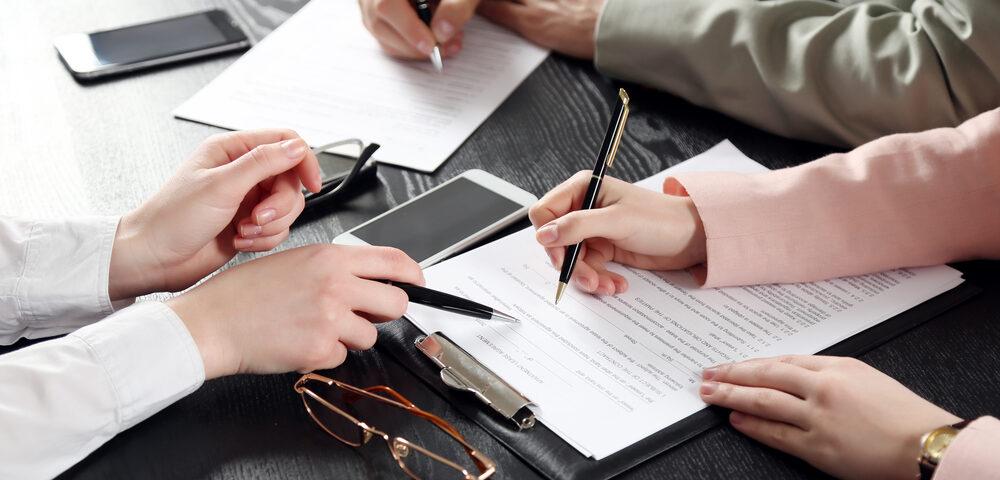 Veux-tu m'épouser (oh, et tu viendras aussi avec moi chez le notaire d'abord pour signer un accord prénuptial)?